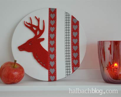 DIY-Idee halbachblog: Winterlicher Hüttenzauber mit Dekobild aus Bändern und Filzhirsch auf einer Malplatte