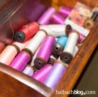 halbachblog: Garnspulen zum Einsatz in historischem Bandstuhl
