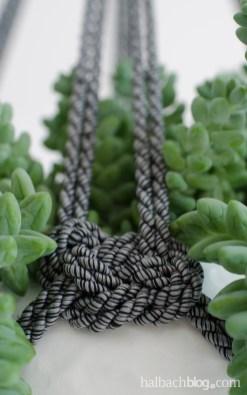 DIY-Idee halbachblog: Hängeampeln aus melierter Kordel selber knoten in schwarz-weiß, Seemannsknoten