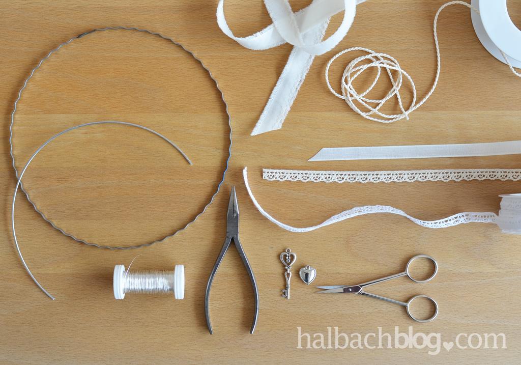 DIY-Idee halbachblog: Traumfänger basteln mit Herz, Material: Kordel, Spitze, Bändern, Silber-Accessoires, Drahtring, Aludraht