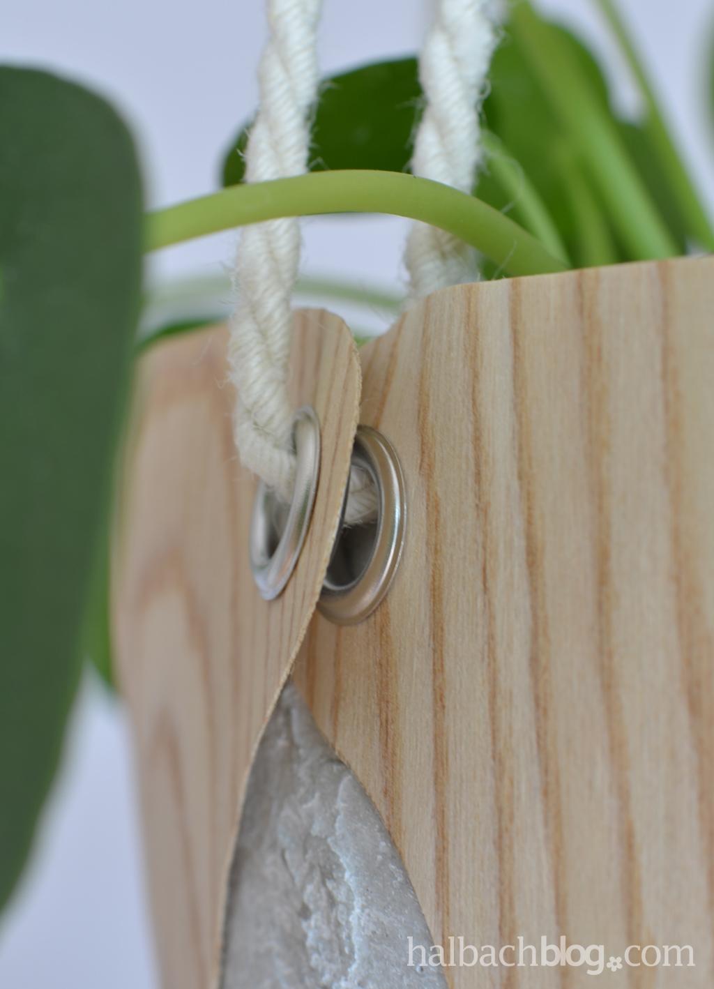 DIY-Tutorial halbachblog: Blumenampel aus Holzfurnier-Stoff nähen - dicke Jutekordel und Ösen