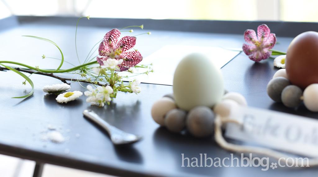 halbachblog-diy-holzperlen-eierbecher-grau-weiss-ostern-blumen