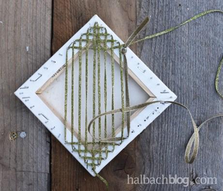 DIY-Idee Halbachblog: Geschenke verpacken mit Bändern; Anleitung für ein gewebtes Quadrat