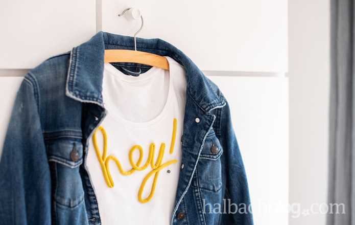 Halbachblog I DIY Idee: Shirt mit aufgenähtem Schriftzug aus Samtschnur