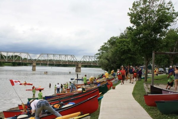 The 1000 canoes event in 2011