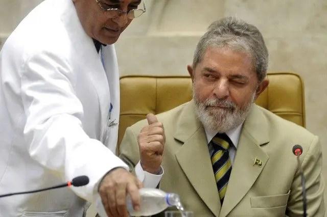 Lula Thumbs Up