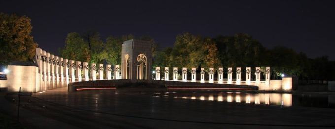 Washington DC WWII Memorial Night