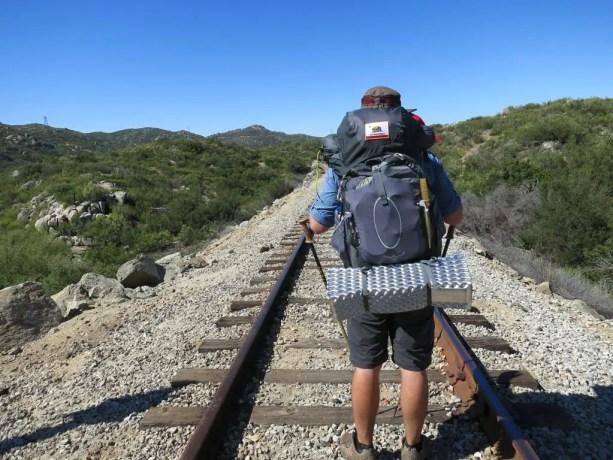 Osprey Atmos 65 Train Tracks Desert Self
