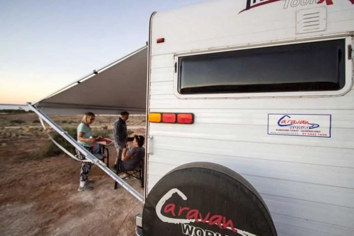Australia-Outback-Caravan