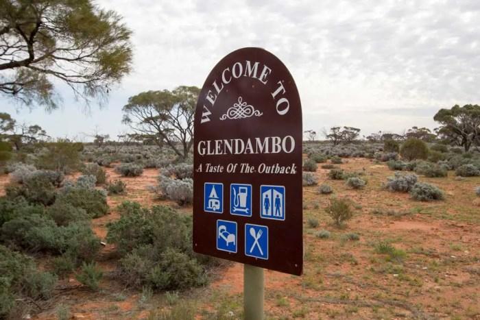 Australia-Glendambo-Sign