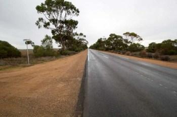 australia-outback-wet-road