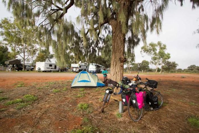 australia-outback-erldunda-camping