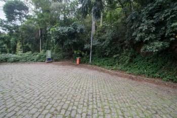 brazil-rio-de-janeiro-cachoeira-dos-primatas-road-2