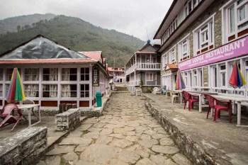 Nepal-Phakding-Avenue