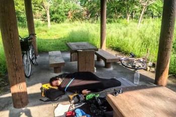 Japan-Shiga-Lake-Biwa-Mac-Sleeping