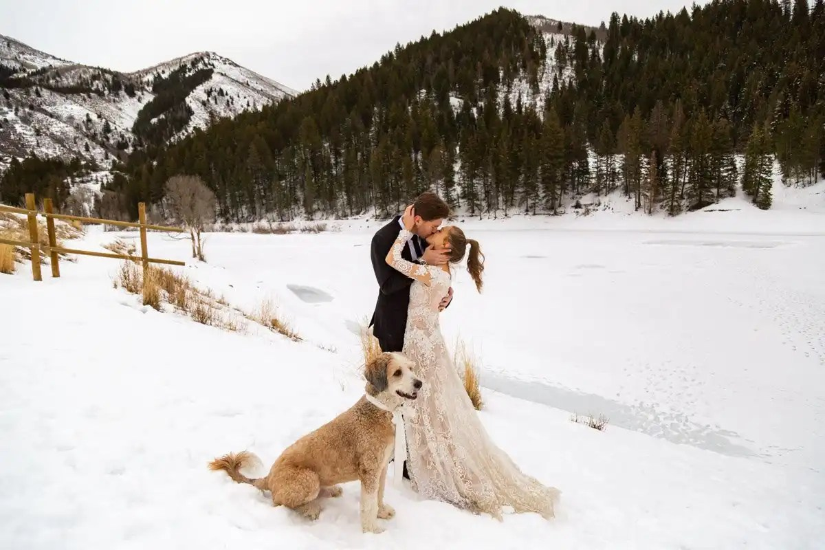 couple kissing during hteir winter mountain elopement