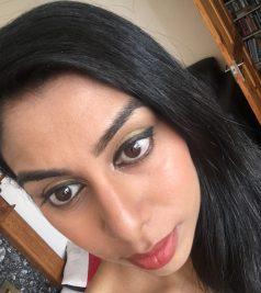 HalimaBobs wearing makeup