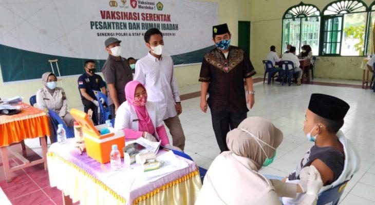 Ratusan Santri Ponpes Ulumul Qur'an di Vaksinasi COVID-19