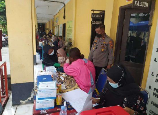 Sambangi Warga, Polsek Medan Timur Ajak Ikut Vaksinasi COVID-19