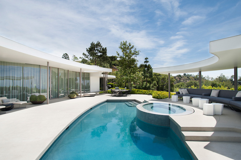 Contemporary Home With Luxurious Pool Terrace