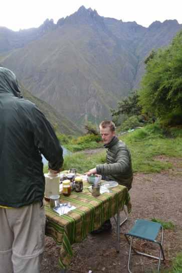 Startar dagen med en kopp cocaté och qunioa- och macagröt
