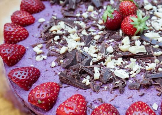 Raw bärtårta med chokladbotten