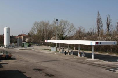 Estación de servicio en Modena (Italia) de Seta