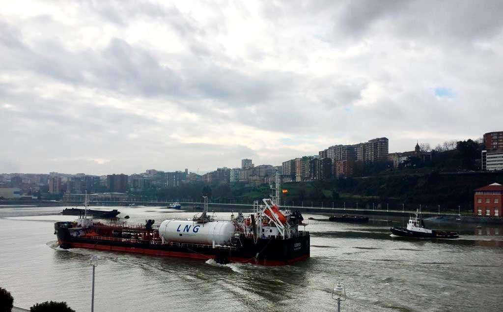 Bunkering de gas natural licuado (GNL) de un buque a otro realizado por Grupo HAM en el Puerto de Bilbao, dentro del proyecto europeo Core LNGas Hive