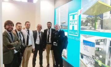 El equipo de HAM Italia en la feria Oil&NonOil