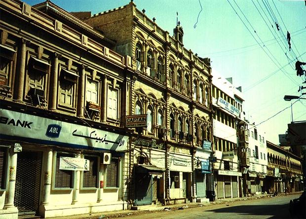 شاہراہ فیصل کا نام کس مشہور شخصیت کے نام پر رکھا گیا؟ جانیں کراچی کی مقبول سڑکوں کی دلچسپ تاریخ 6