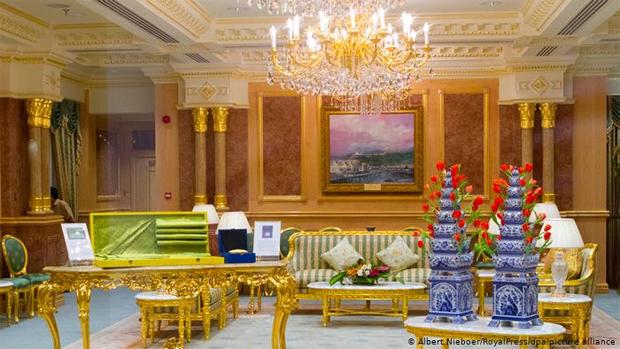 اس محل میں 40 یا 50 باتھ روم نہیں بلکہ-- دنیا کے طاقتور سربراہان کے شاندار محل اور ان کے چونکا دینے والے راز 4