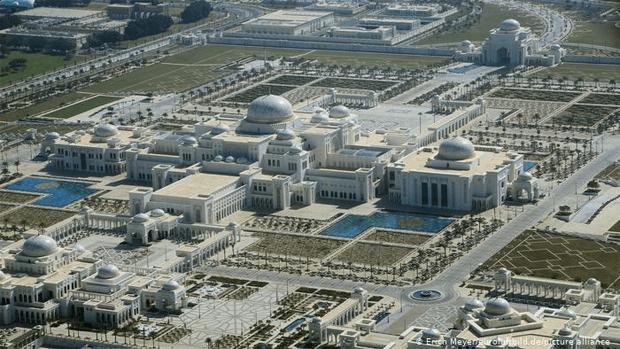 اس محل میں 40 یا 50 باتھ روم نہیں بلکہ-- دنیا کے طاقتور سربراہان کے شاندار محل اور ان کے چونکا دینے والے راز 6