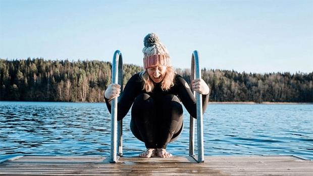 کیا ٹھنڈے پانی سے نہانا آپ کے جسم و دماغ کو بدل دیتا ہے؟ 1