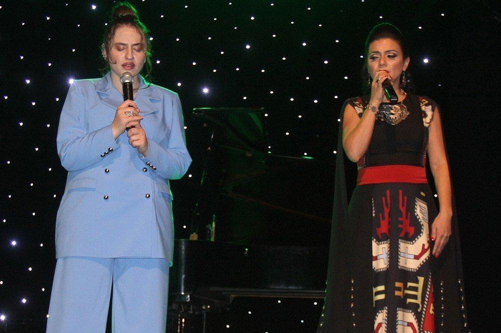 Զարուհի Պապայեան եւ Սոնա Ռուբէնեան հայ երգարուեստի գոհարներէն երգելով հայաբոյր երեկոյ մը պարգեւեցին լիբանանահայութեան