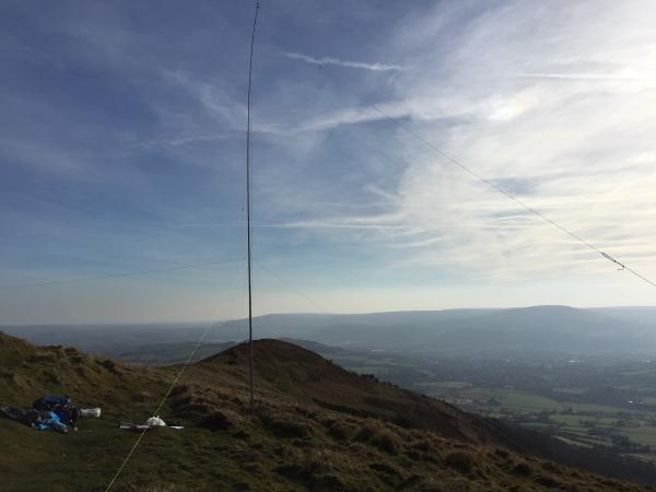 Dipole setup using 10m fishing pole mast