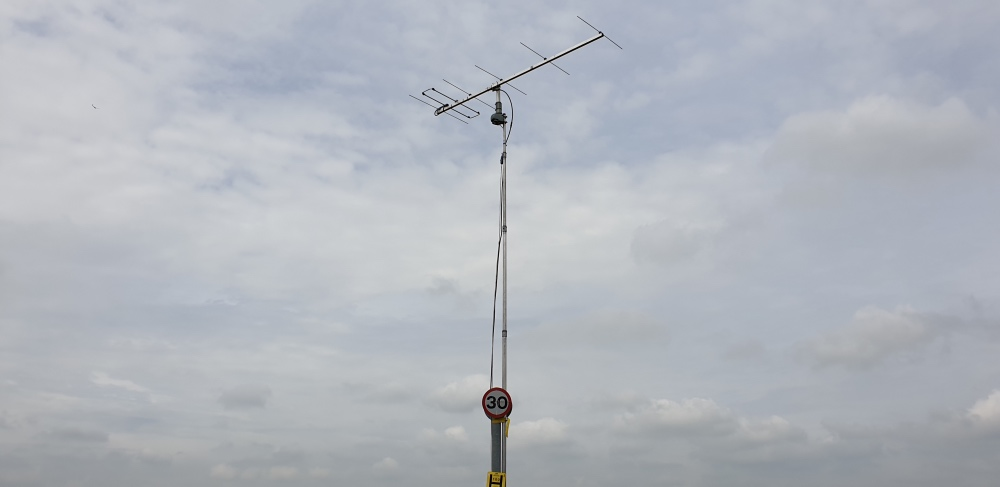 6 element LFA Yagi, TV rotator and a speed sign mast support(!)