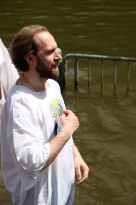 О. Дионисий (Идавайн) перед погружением в воды Иордана