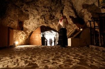 Пещера в монастыре