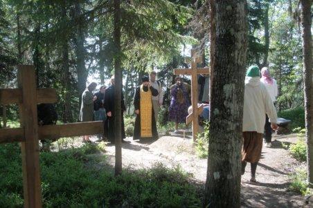Панихида на могиле новомучеников соловецких