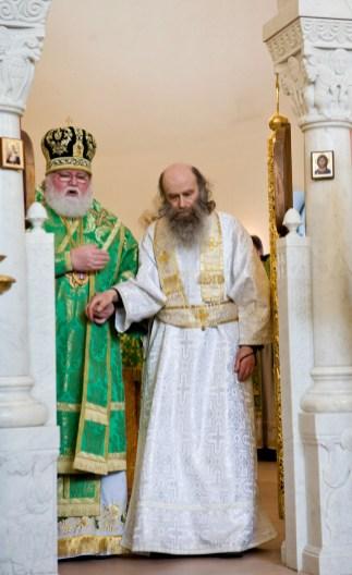 За Божественной Литургией Архиепископ Феофан рукоположил во диакона насельника Свято-Георгевского монастыря в Гётшендорфе монаха Гавриила (Кронштадта)