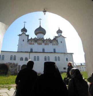 Вход в Соловецкий монастырь