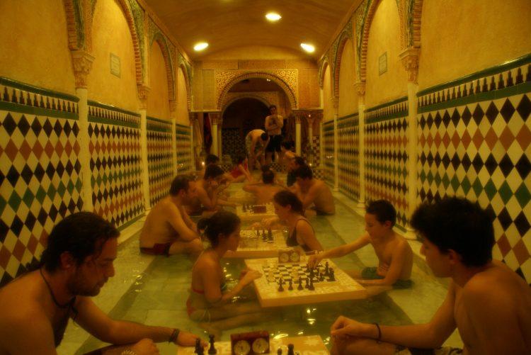XI Torneo de Ajedrez en el agua de Hammam Al Ándalus, una experiencia sensorial para todos los niveles
