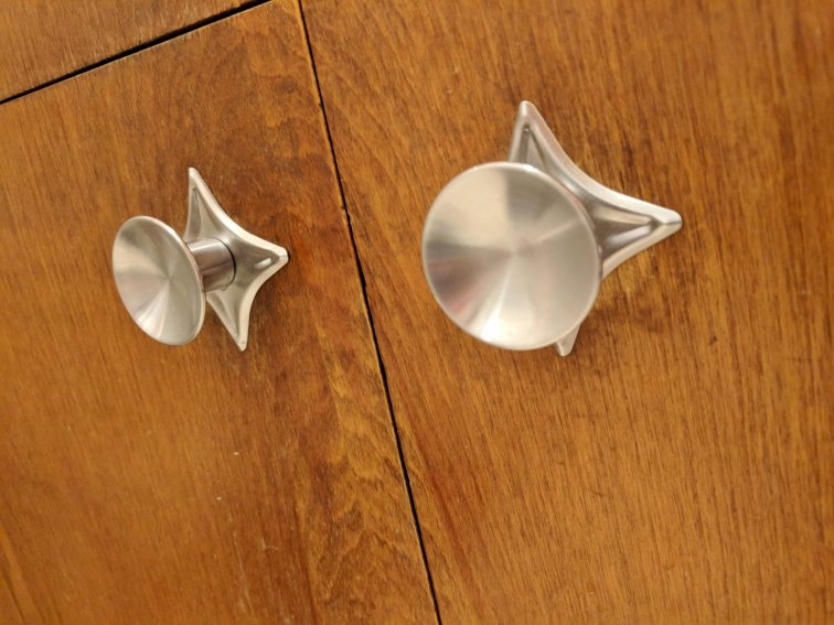 Retro star backplate cabinet hardware in mid-century modern bathroom
