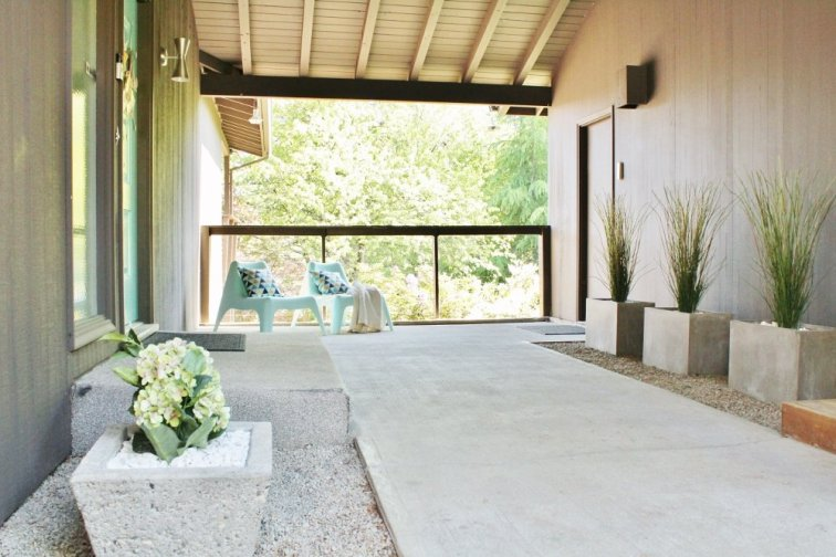 Mid-century modern Palm Springs style breezeway with concrete planters and decorative rock