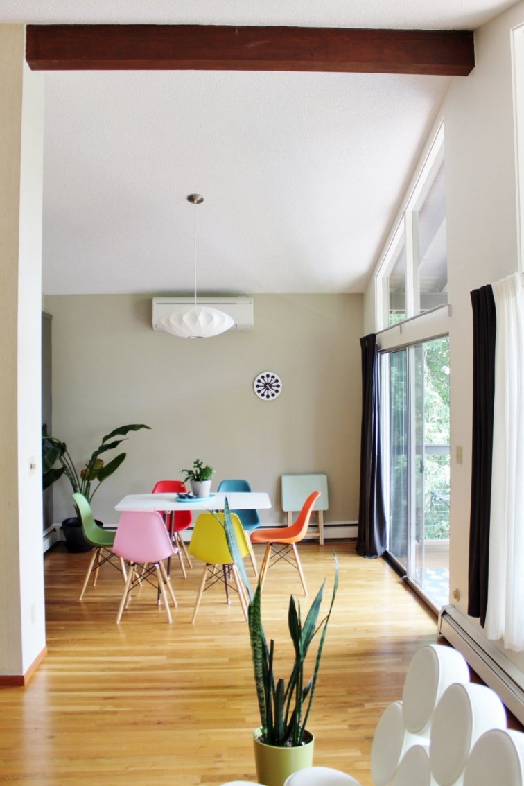 Colorful mid-mod dining room with Bubble Lamp