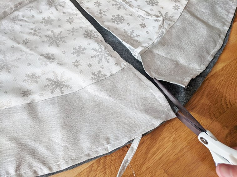 Tracing and cutting your felt tree skirt