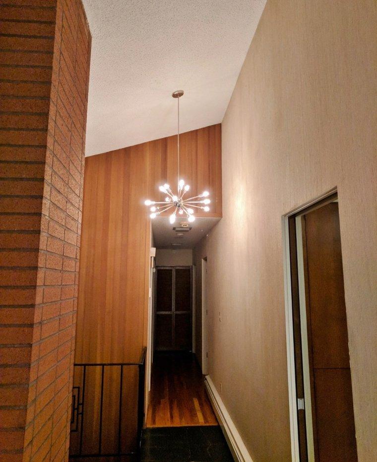 Sputnik light in mid-century modern home // home improvement ideas