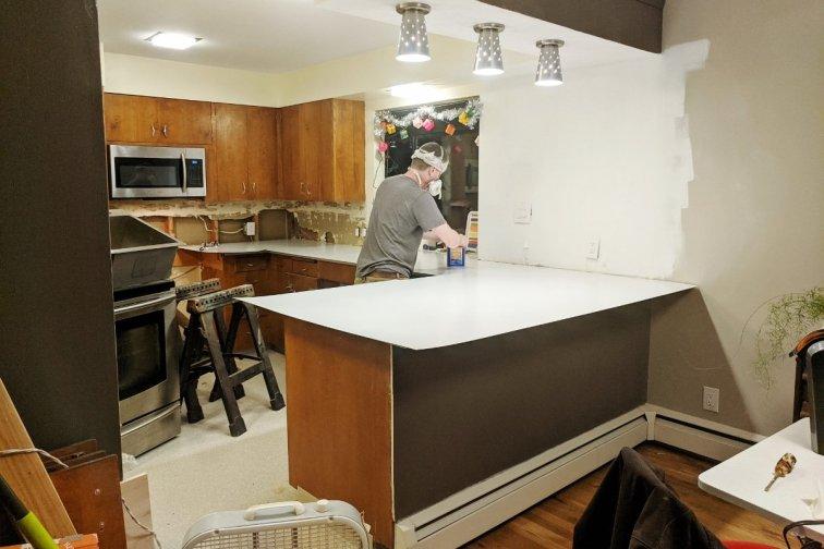 Gluing our DIY laminate countertops