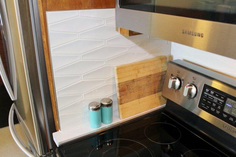 White hexagon tile backsplash in kitchen