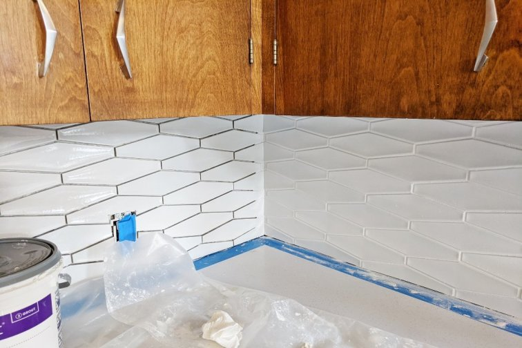 Backsplash tile with and without white grout